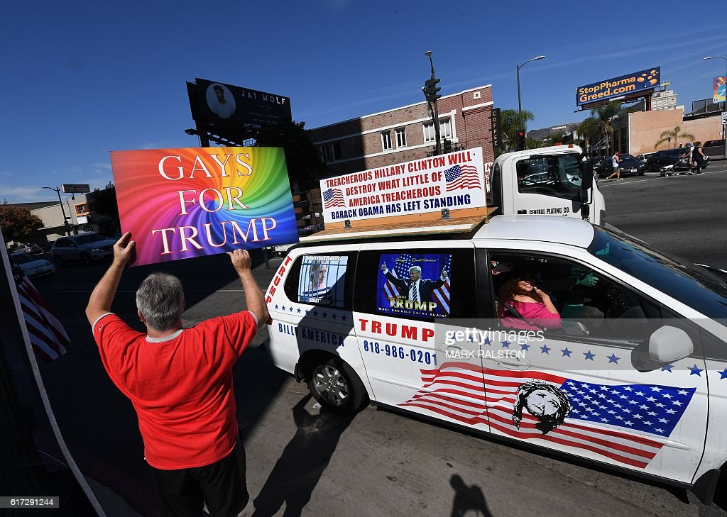 Supporters of Republican presidential hopeful Donald Trump protest against alleged bias outside the CNN offices in Hollywood, California on October 22, 2016. / AFP / Mark RALSTON