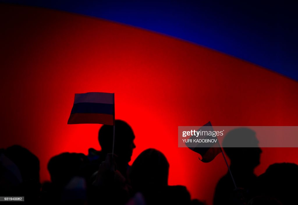 TOPSHOT - Supporters of Russian President Vladimir Putin attend a rally celebrating the fourth anniversary of Russia's annexation of Crimea at Sevastopol's Nakhimov Square on March 14, 2018. Russia will vote for President on March 18, 2018. / AFP PHOTO / Yuri KADOBNOV