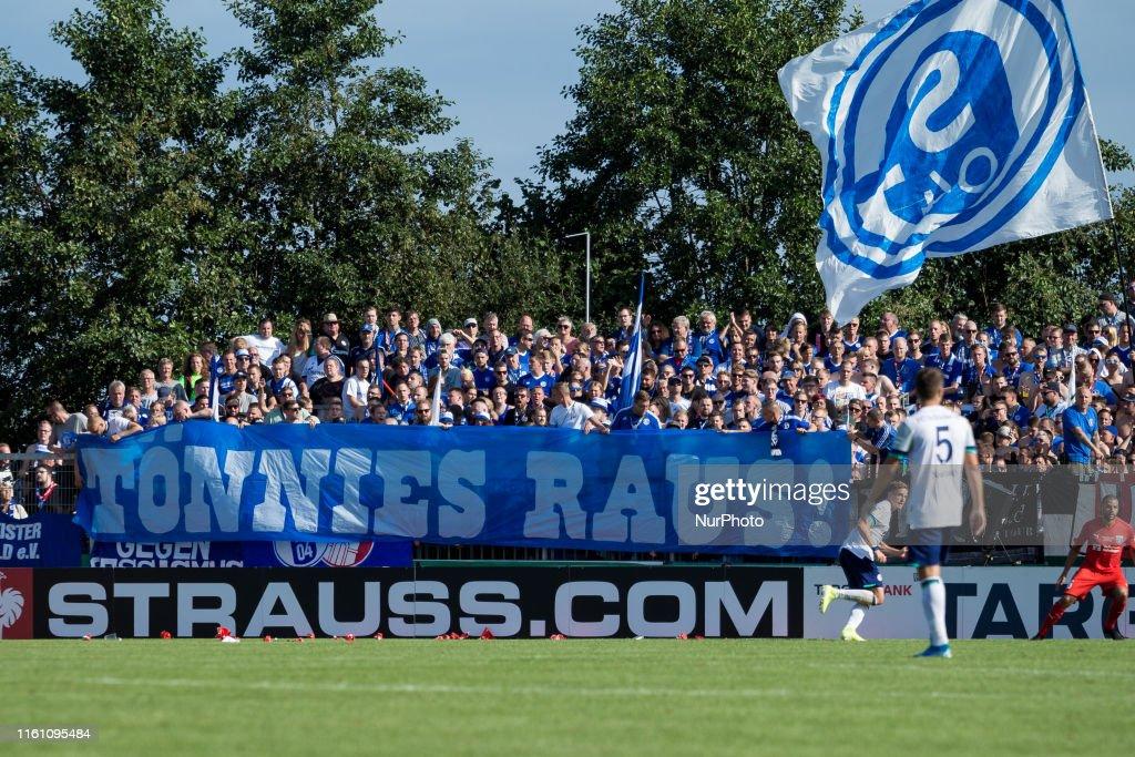 SV Drochtersen Assel v FC Schalke 04 - DFB Cup : News Photo