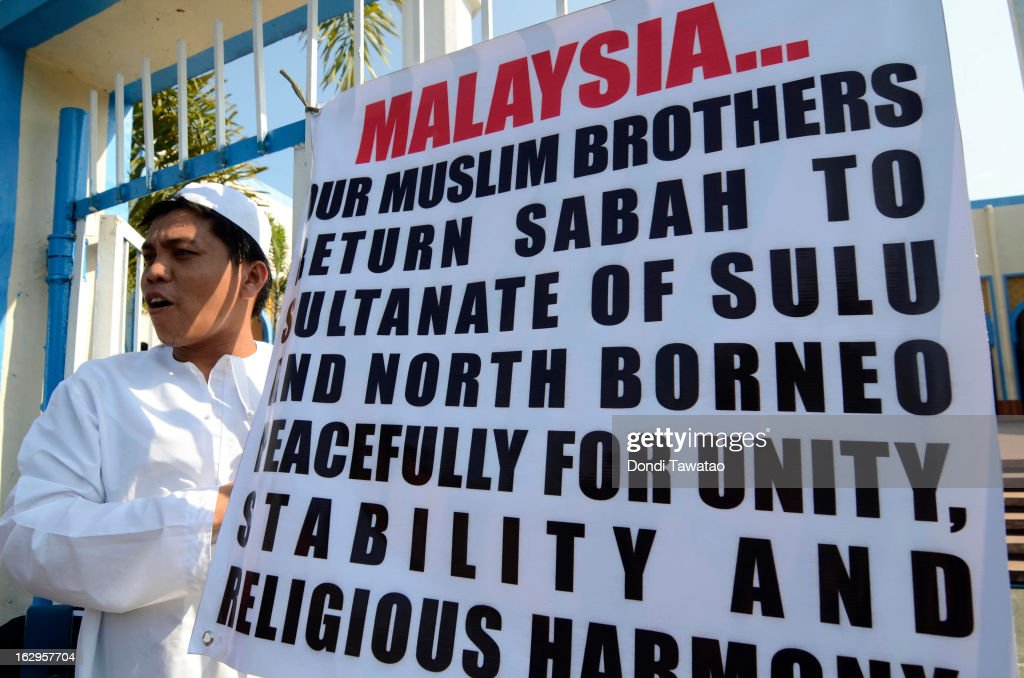 Supporters of self-proclaimed Sulu Sultan Jamalul Kiram III gather at a Mosque on March 2, 2013 in Manila, Philippines. President Benigno Aquino III has urged followers of Jamalul Kiram III to surrender and come out of hiding in the village of Lahad Datu, Sabah. Malaysian Prime Minister Najib Razak has warned he will take action against the group, which were involved in a shoot-out with Malaysian police that killed two Malaysian police commandos and left 12 followers of Kiram dead.