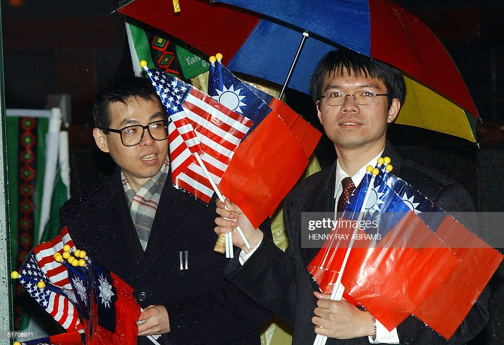 Supporters of Taiwan's Vice President Annette Lu h : News Photo