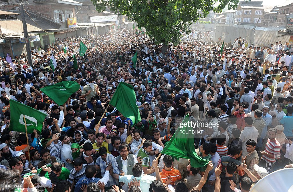 Supporters of the All Parties Hurriyat Conference (APHC) march during a rally march towards Martyr's graveyard in Srinagar on May 21, 2010. Thousands of people turned out to pay tribute to two slain separatist leaders in Indian Kashmir, as a one-day strike called to mark the occasion closed shops and businesses. The strike was called by the moderate faction of the Himalayan region's main separatist alliance, the All Parties Hurriyat Conference, to remember Molvi Mohammed Farooq and Abdul Gani Lone. AFP PHOTO/Rouf BHAT