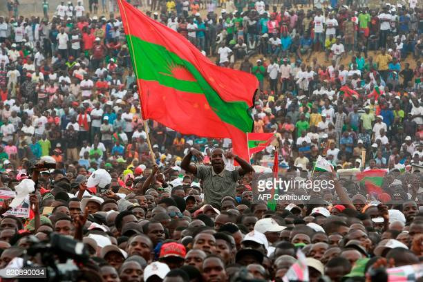 Supporters of the Angolan Opposition party National Union for the Total Independence of Angola cheer during the first General Elections campaign...