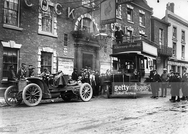 Supporters of the Blackpool motor races travelling up from London by Serpollet omnibus, stop for refreshments at the Cock Hotel, Stratford.