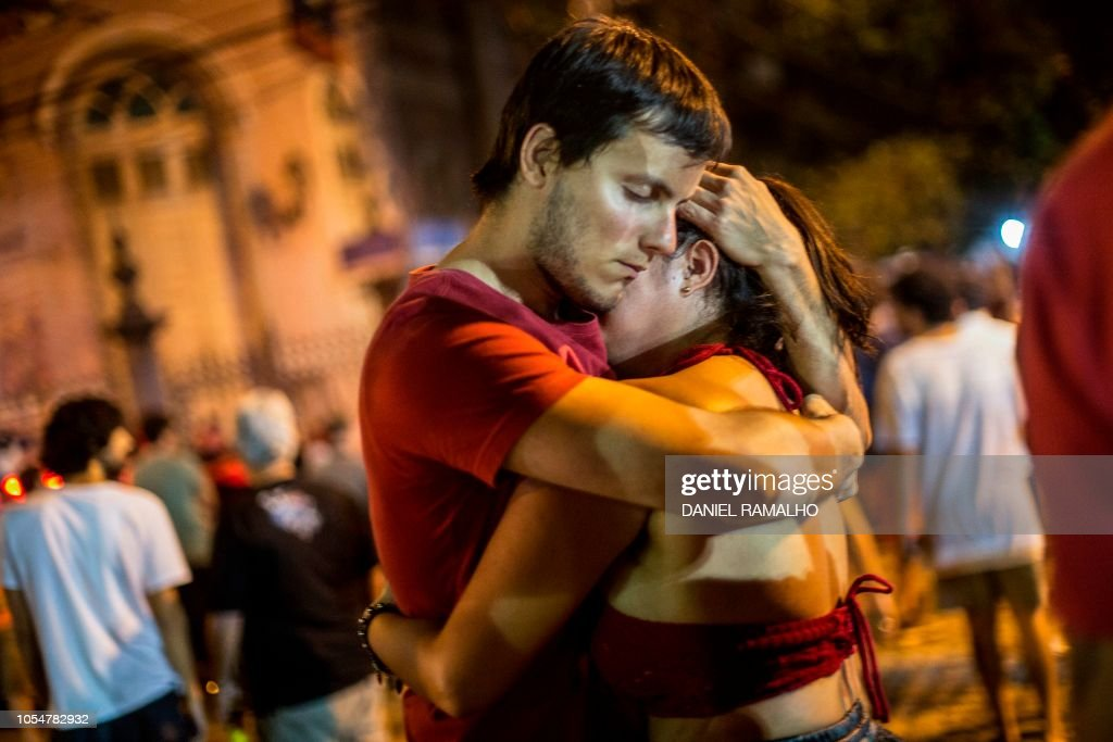 TOPSHOT-BRAZIL-ELECTION-RUNOFF-HADDAD-SUPPORTERS : News Photo