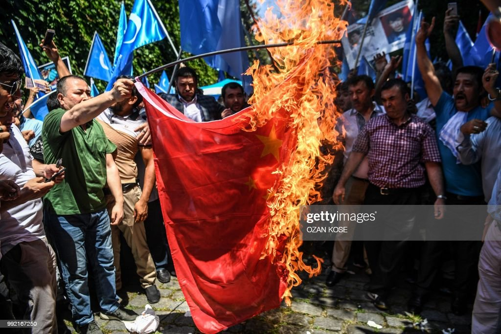 TOPSHOT-TURKEY-CHINA-UIGHUR-DEMO : News Photo
