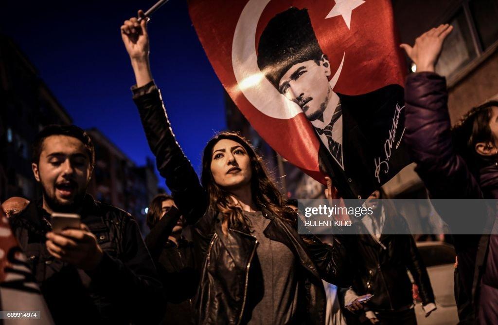 TURKEY-VOTE-REFERENDUM-RALLY : News Photo