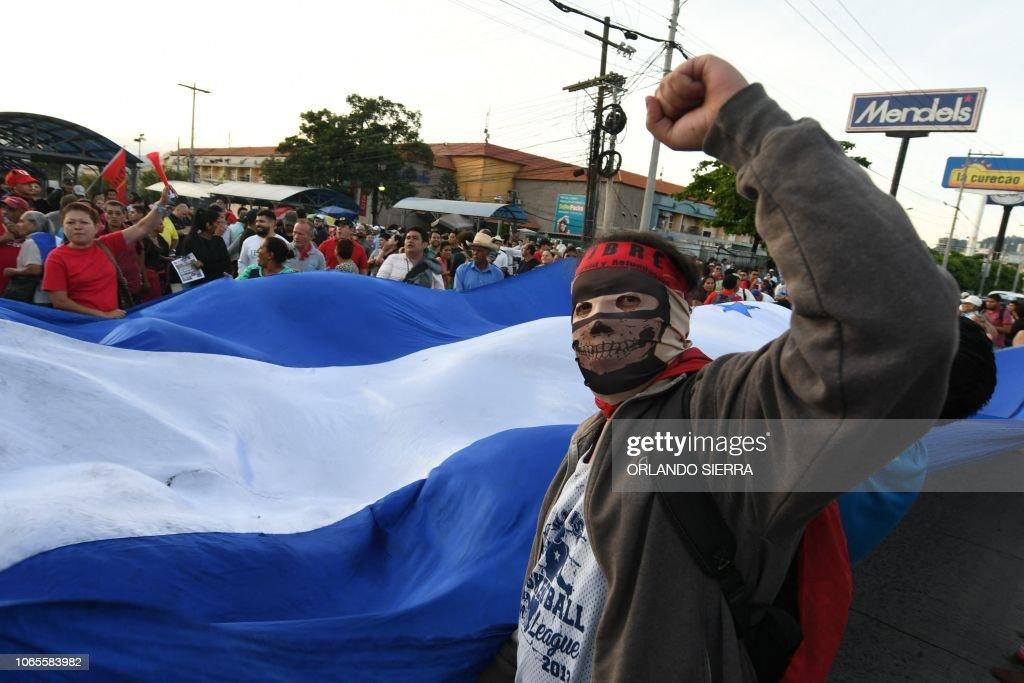 TOPSHOT-HONDURAS-HERNANDEZ-ANNIVERSARY-PROTEST : News Photo