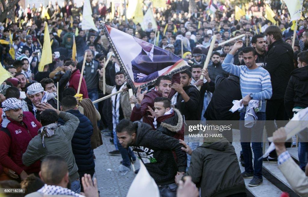 PALESTINIAN-CONFLICT-FATAH-DEMO-ANNIVERSARY : News Photo