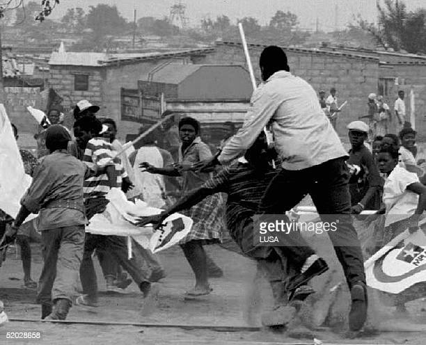 Supporters of The People Movement for Angola Freedom and the National Union for Total Independence for Angola fight each other 10 September 1992 at...