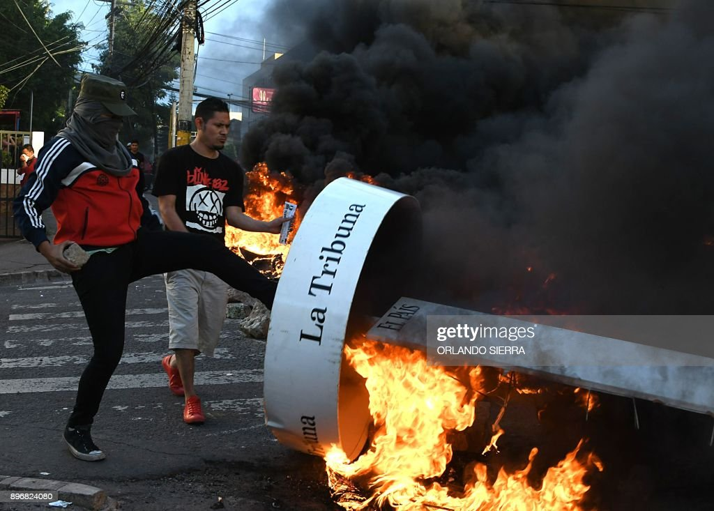 HONDURAS-ELECTION-AFTERMATH-UNREST : News Photo