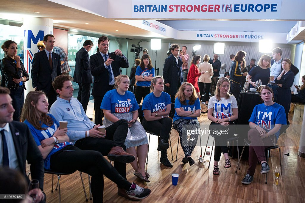 Supporters of the Stronger In Campaign watch the results of the EU referendum being announced at the Royal Festival Hall on June 24, 2016 in London Britain has voted to break out of the European Union, national media declared today, striking a thunderous blow against the bloc and spreading alarm through markets as sterling plummeted to a 31-year low against the dollar. / AFP / POOL / Rob Stothard