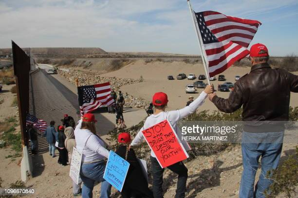Supporters of the US Republican Party make a human wall to demonstrate in favor of the construction of the border wall between the United States and...