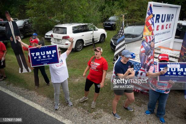 Supporters of US President Donald Trump line the road as Democratic presidential candidate Joe Biden arrives at The Mountain Top Inn & Resort in Warm...