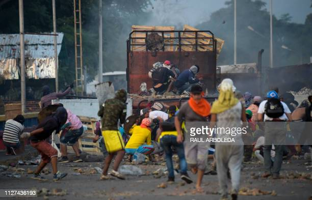 Supporters of Venezuelan opposition leader Juan Guaido clash with Venezuelan security forces on the Venezuelan head of the Francisco de Paula...