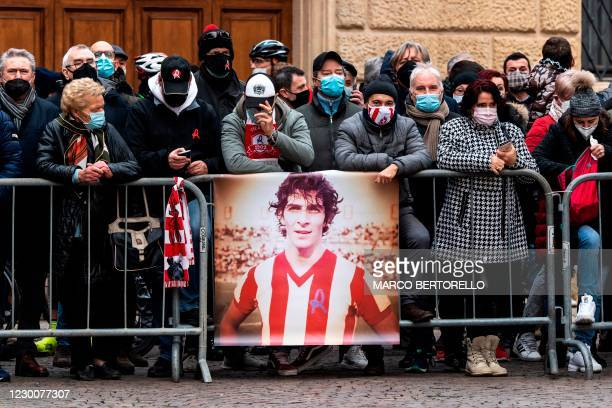 Supporters pay tribute to late Italian Football player Paolo Rossi during his funeral outside of the Santa Maria Annunciata Cathedral in Vicenza,...