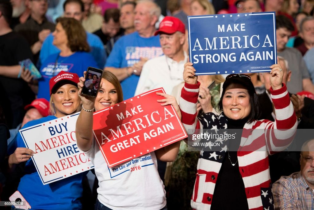 Supporters take selfies and hold placards as US President Donald Trump arrives to address a 'Make America Great Again' rally at the Kentucky Exposition Center in Louisville, Kentucky, March 20, 2017. /