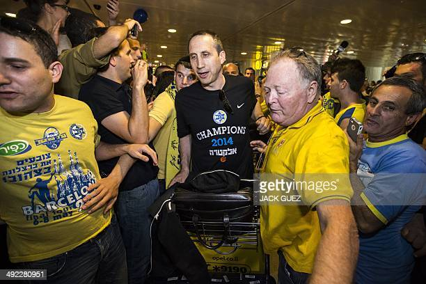 Supporters welcome Maccabi Tel Aviv head coach David Blatt as the Israeli basketball team arrives at Ben Gurion airport on May 19 2014 after winning...