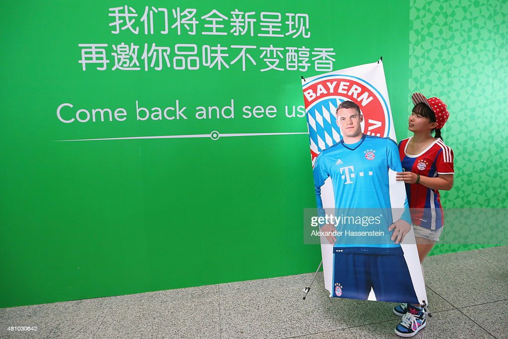 Supporters welcomes the team of FC Bayern Muenchen at Beijing Capital Airport for the FC Bayern Audi China Summer Pre-Season Tour on July 17, 2015 in Beijing, China.
