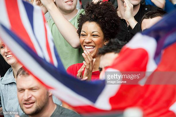 uk fan mit flagge - england stock-fotos und bilder