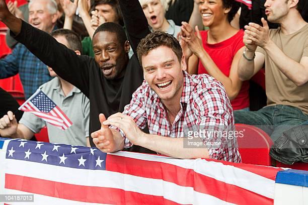 supporters avec drapeau USA