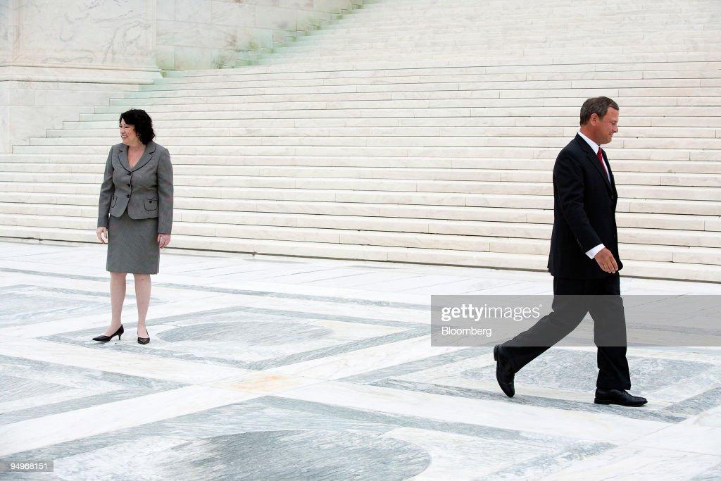 U.S. Supreme Court Chief Justice John Roberts, right, depart : News Photo