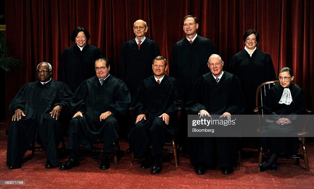 U.S. Supreme Court Sits For Group Portrait : ニュース写真