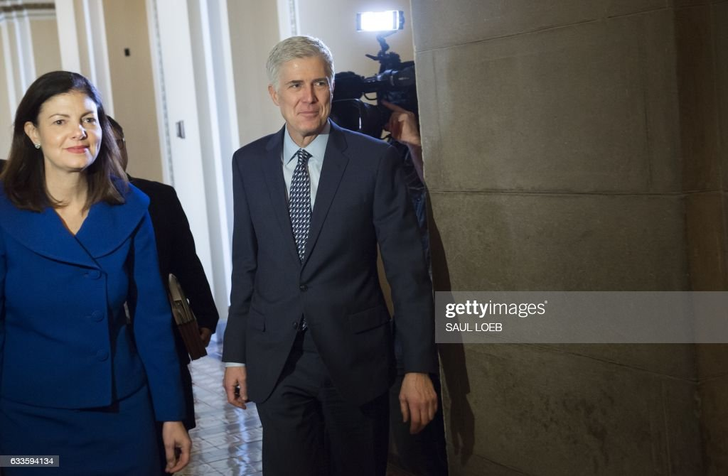 Supreme Court nominee Judge Neil Gorsuch, walks alongside former US Senator Kelly Ayotte (L), as he arrives for a meeting at the US Capitol in Washington, DC, February 2, 2017. / AFP / SAUL