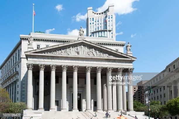 マンハッタンの中心部の通りの最高裁判所 - ニューヨーク郡 ストックフォトと画像