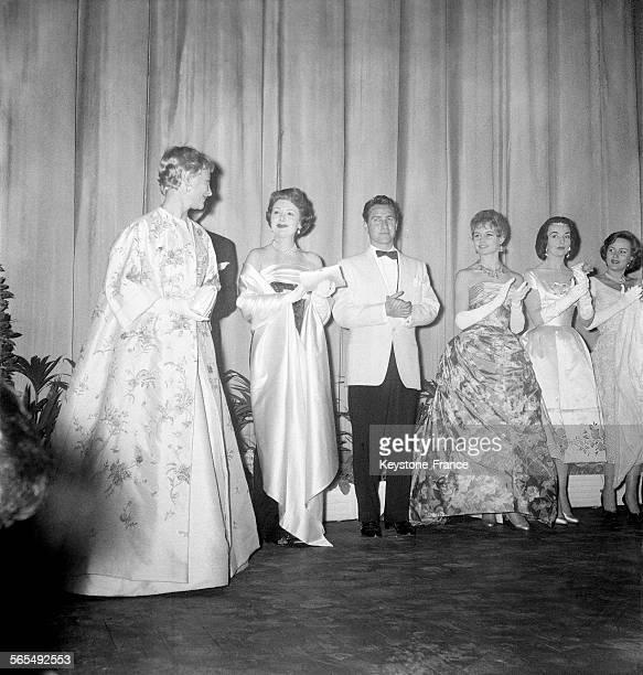 Sur la scène les actrices Michèle Morgan Edwige Feuillère et Brigitte Bardot lors de l'ouverture du Festival international du film à Cannes France en...