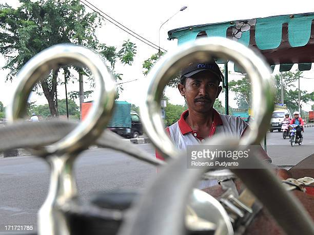 CONTENT] Surabaya Indonesia Slamet dokar horsecart driver In the 1960s the traditional dokar or horse cart was one of the main transportation modes...