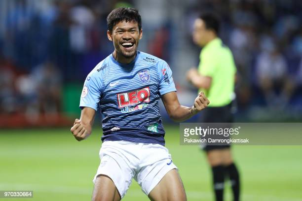 Surachart Sareepim of Bangkok Glass FC celebrates scoring his side's goal during the Thai League 1 match between Bangkok Glass FC and Buriram United...