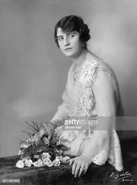 Suraya Koenigin von AfghanistanEhefrau von Aman Ullah Khan König von AfghanistanStudioaufnahme während ihres Berlin Besuches 1928Foto Emil Bieber...