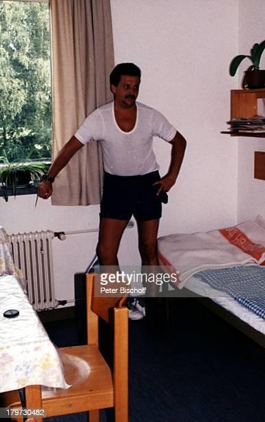 SäureMörder Lutz Reinstrom in seiner Zelle in der JVA in Glasmoor Säuremörder Krimineller