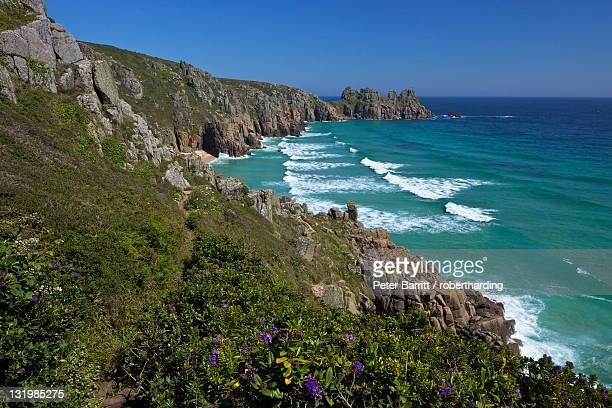 surf and turquoise sea at pednvounder beach in summer sunshine, treen cliff, near porthcurno, lands end peninsula, west penwith, cornwall, england, united kingdom, europe - newpremiumuk stock pictures, royalty-free photos & images
