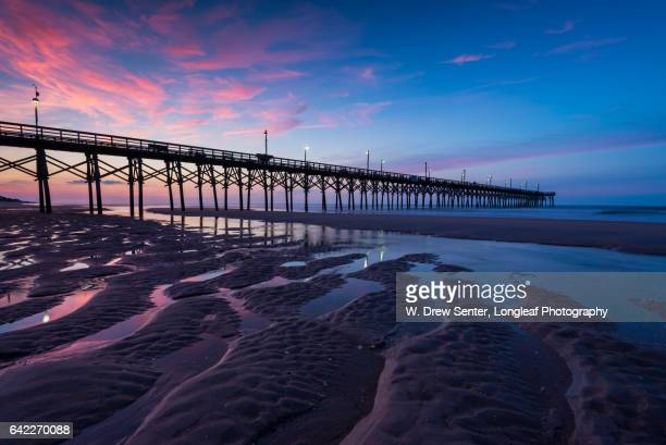 surf city pier at sunrise - north carolina photos et images de collection