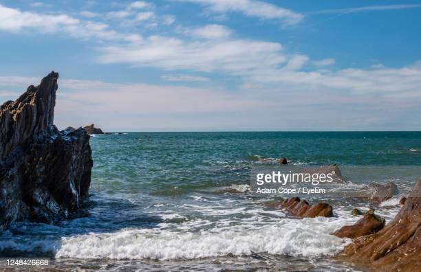 surf on the rocks - ilfracombe stock pictures, royalty-free photos & images