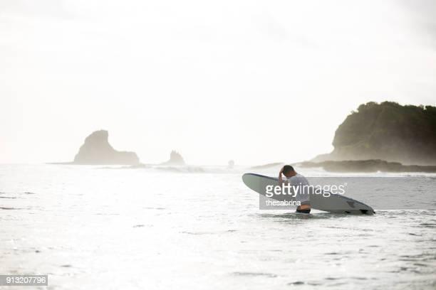 surf trip - nicaragua stockfoto's en -beelden