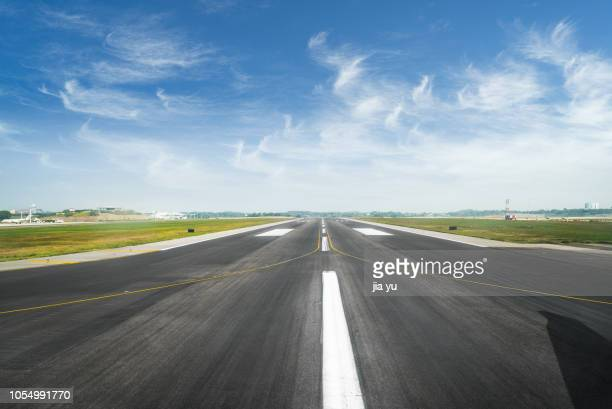 surface level of airport runway against sky - airport runway stock pictures, royalty-free photos & images