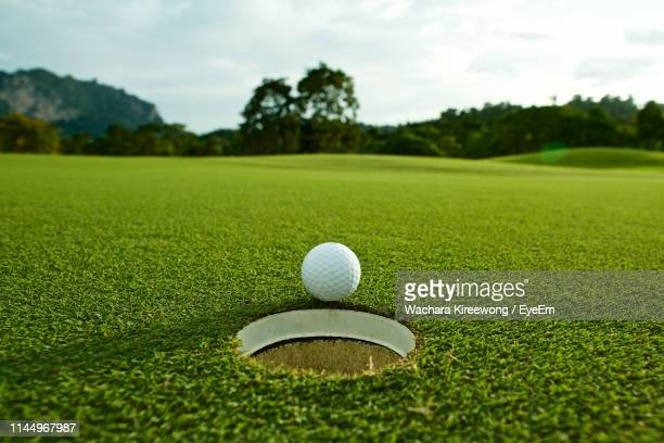 surface level of golf course - green golf course stock pictures, royalty-free photos & images