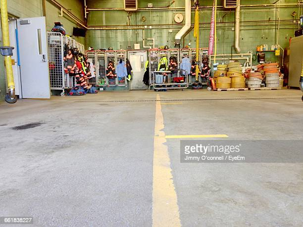 surface level of local firehouse - fire station - fotografias e filmes do acervo