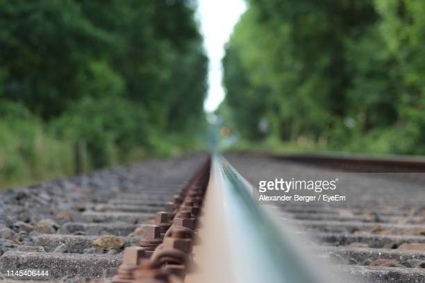 surface level of railroad tracks - gravel stock pictures, royalty-free photos & images