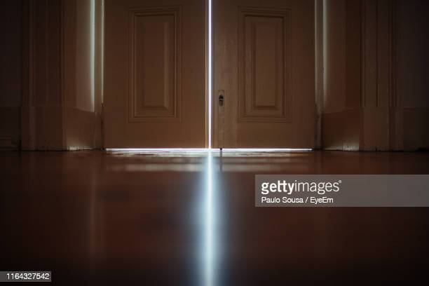 surface level of wooden door in house - ajar stock pictures, royalty-free photos & images