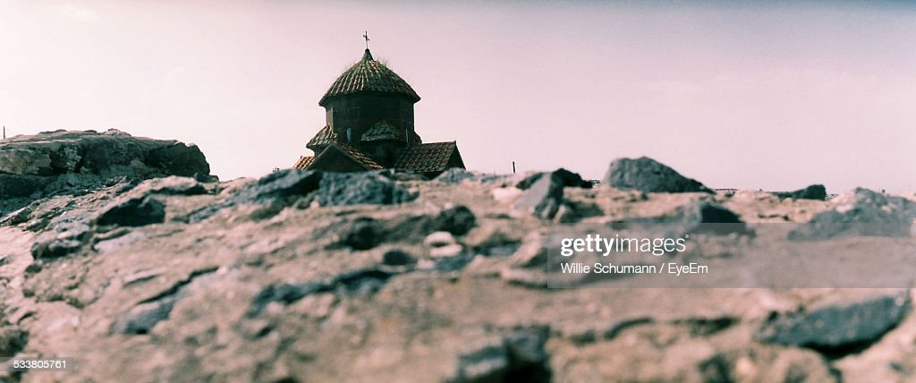 Surface Level View Of Rocks And Church In Background : Foto stock