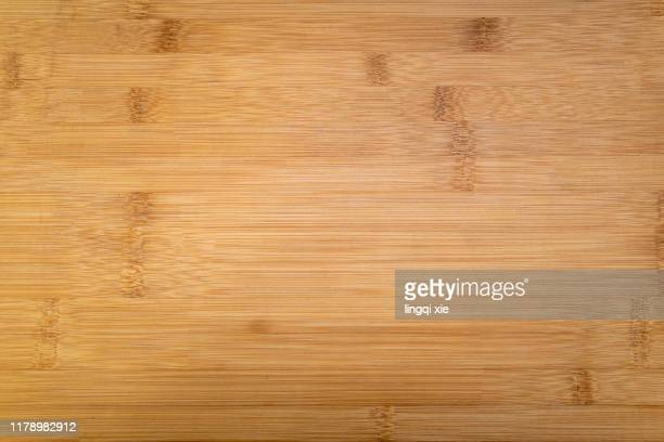 surface texture of bamboo chopping board - hout stockfoto's en -beelden