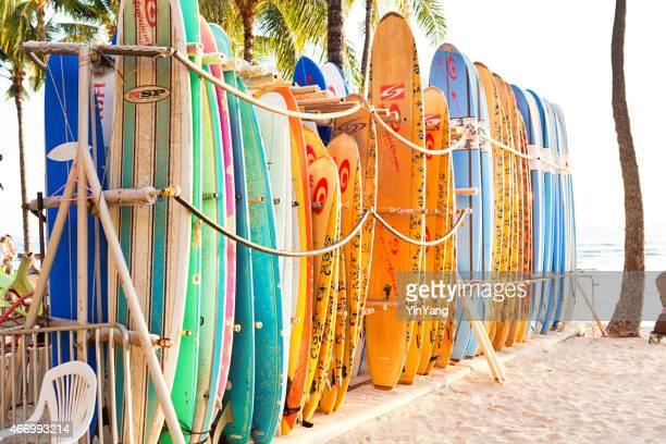 surfboard rental on waikiki beach, honolulu, hawaii, usa - waikiki stock pictures, royalty-free photos & images