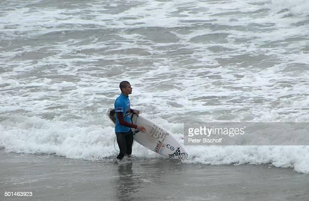 Surfer am Strand SurfCup Hafen Fistral Beach Newquay Cornwall England / Großbritannien Europa Meer Wellen Reise BB DIG PNr 1250/2011