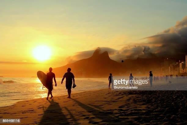 surfista e seu amigo - rio de janeiro - fotografias e filmes do acervo