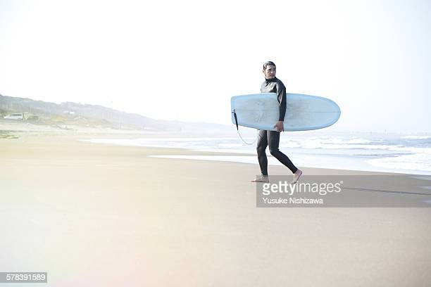 surfer at the sea - yusuke nishizawa stock pictures, royalty-free photos & images