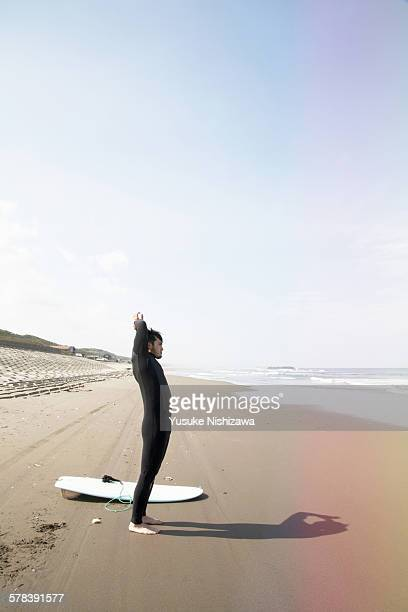 surfer doing a warm-up - yusuke nishizawa stock pictures, royalty-free photos & images